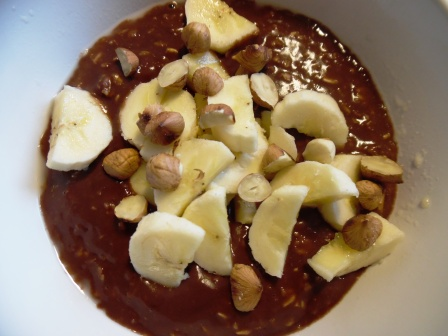 chocolate-banana oatmeal with roasted hazelnuts