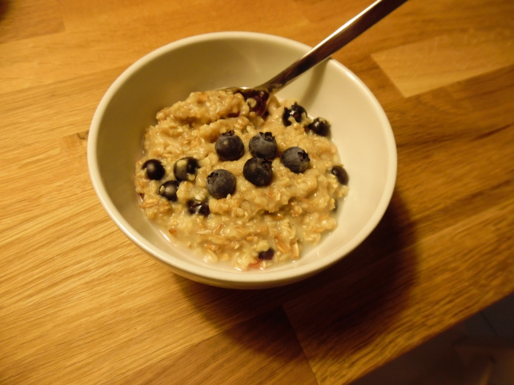 perfectly simple blueberry oatmeal